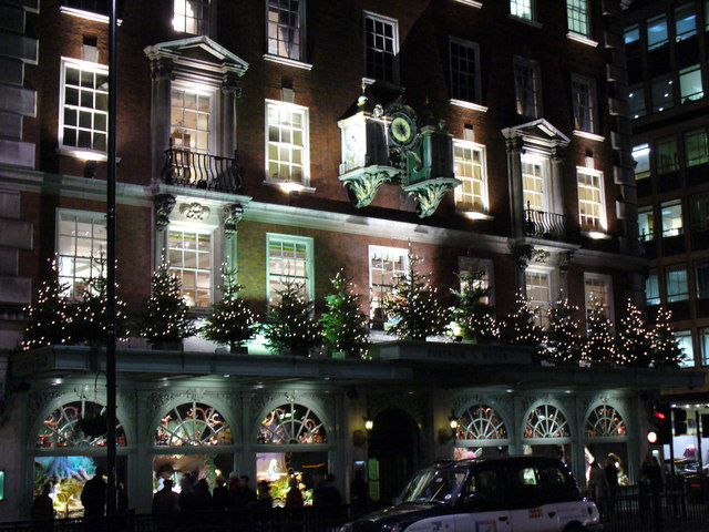 Late_night_Christmas_Shopping_at_Fortnum_and_Mason_-_geograph.org.uk_-_287502