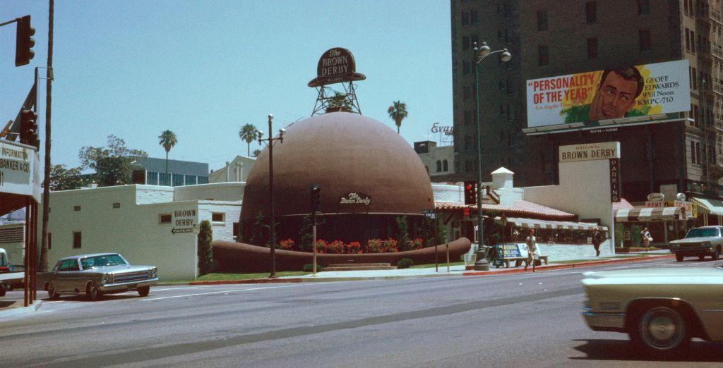 Restauracja Brown Derby w Los Angeles w kształcie brązowego melonika